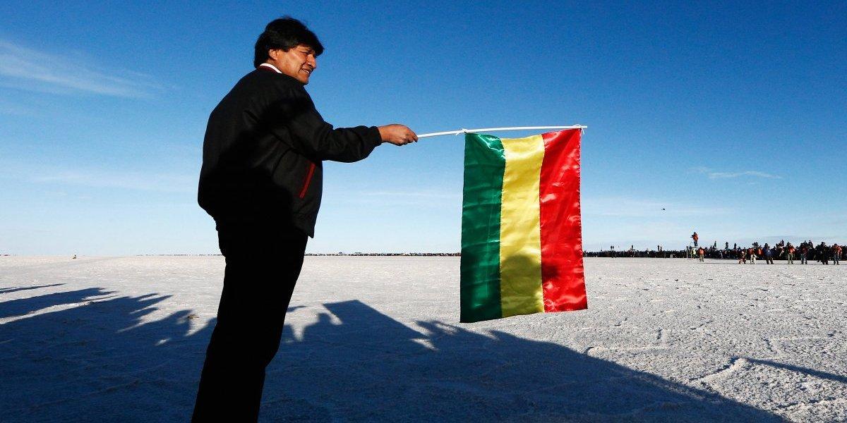 """La última de Evo Morales: quiere hacer la bandera más grande del mundo para recordar """"invasión"""" chilena"""
