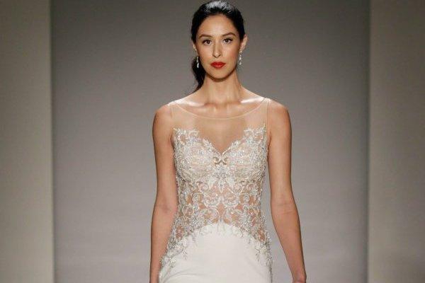744cd8e5b Los 10 vestidos de novia con transparencias que mostrarán tu lado ...