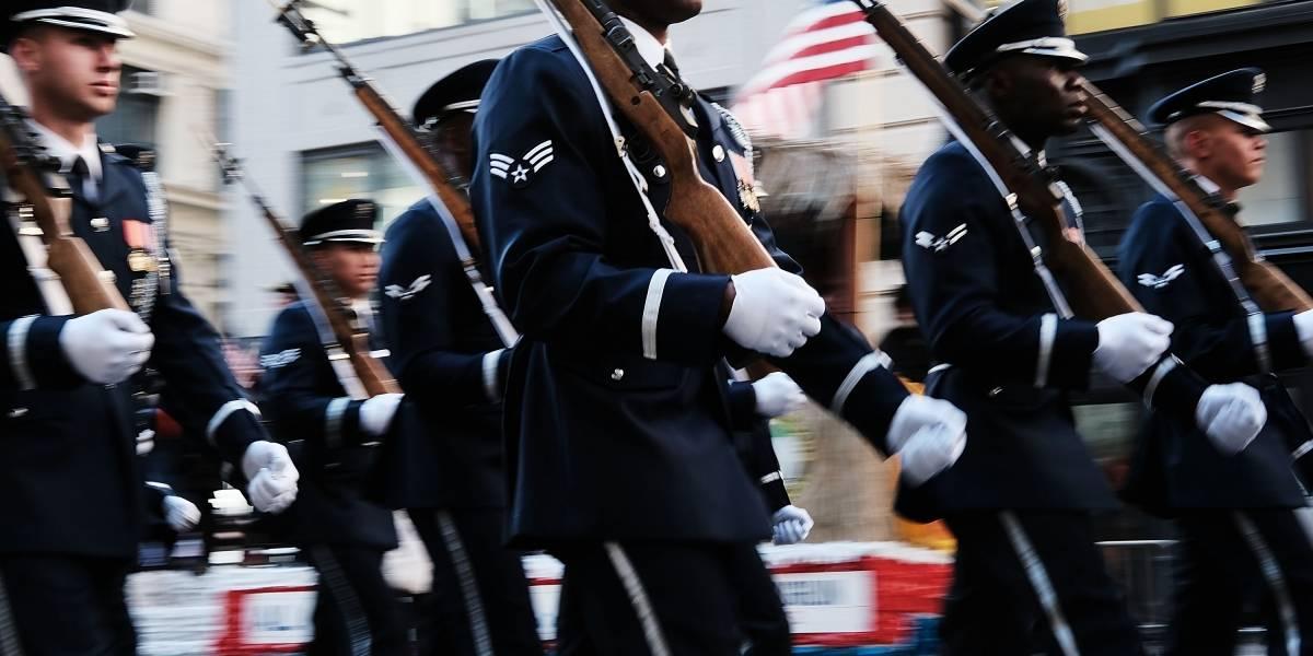 Trump ordena organizar el primer desfile militar en EU desde 1991