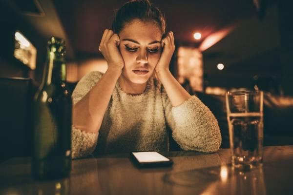 mujer sola bar