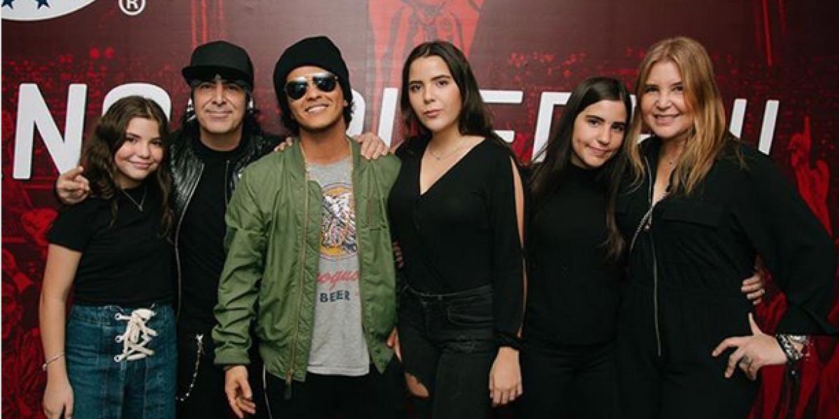 Alex de Maná comparte imagen con Bruno Mars