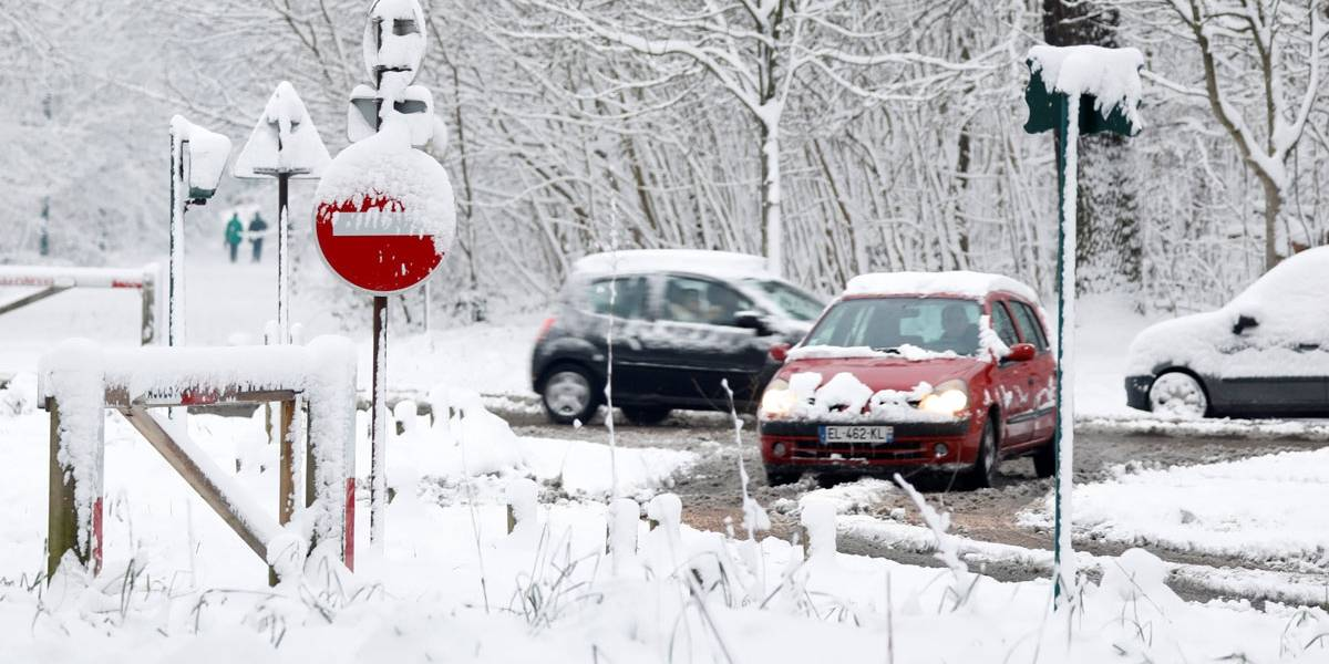 Neve causa problemas no sistema de transportes da França; veja imagens