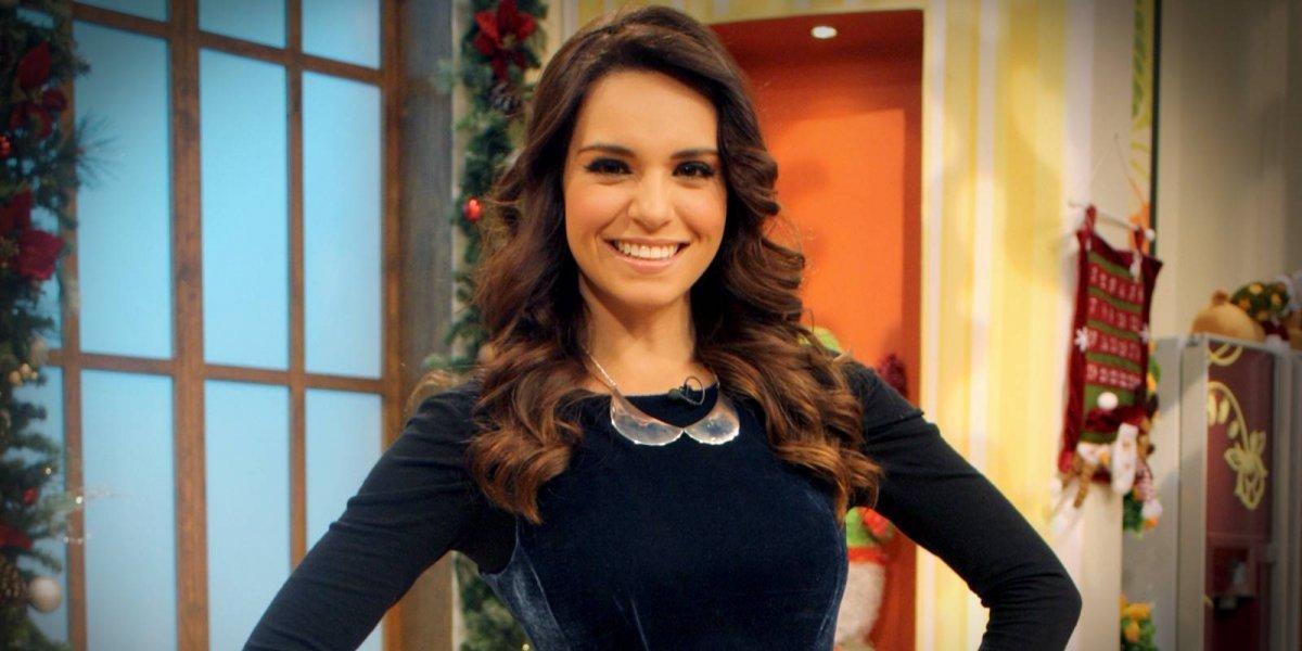 VIDEO. Tania Rincón se cae en pleno programa y su vestido la traiciona