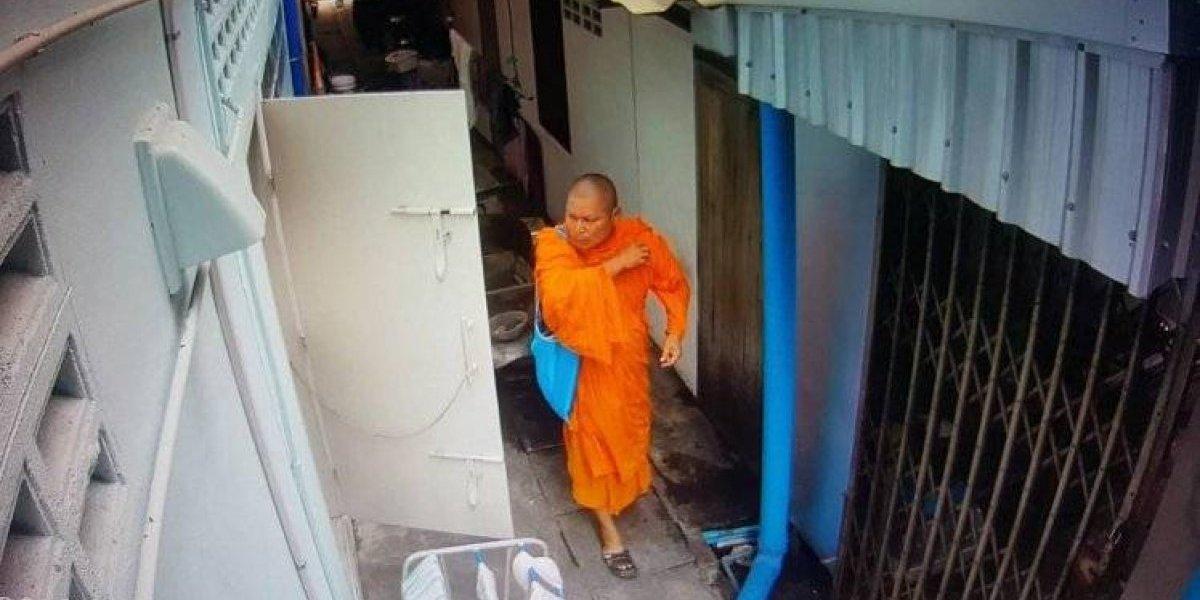 Monge budista é gravado roubando roupas íntimas; veja