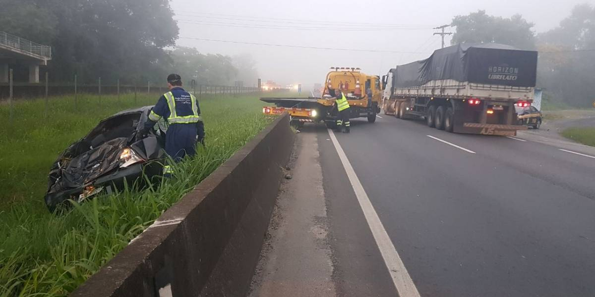 Dois acidentes na Régis Bittencourt provocam lentidão nesta manhã