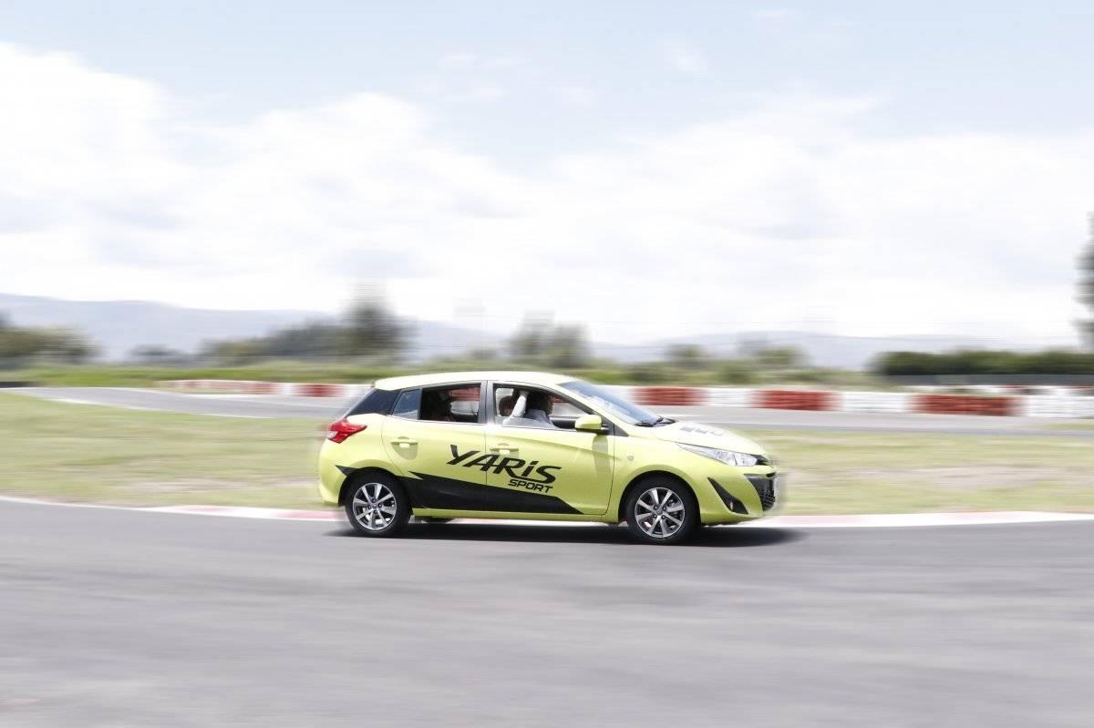 Tecnología diseñada para proporcionar una experiencia de conducción controlada y equilibrada con neumáticos de bajo coeficiente de resistencia a la rodadura (RRC) y las luces diurnas (DRL)