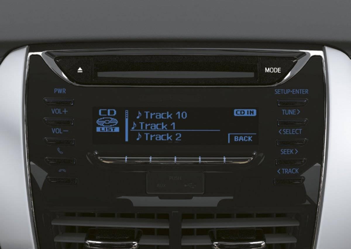 La distinción de este vehículo sale a relucir en su panel de instrumentos elegante, capaz de contener toda la información detallada del vehículo, detalles metálicos que armonizan con el impecable interior, iluminación azul de consola central, detalles cromados y pantalla multi-información.