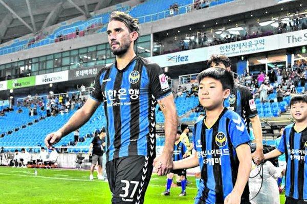 Enzo Maidana con los colores del Incheon United de Corea del Sur, su último club / Foto: lagaceta.com.ar