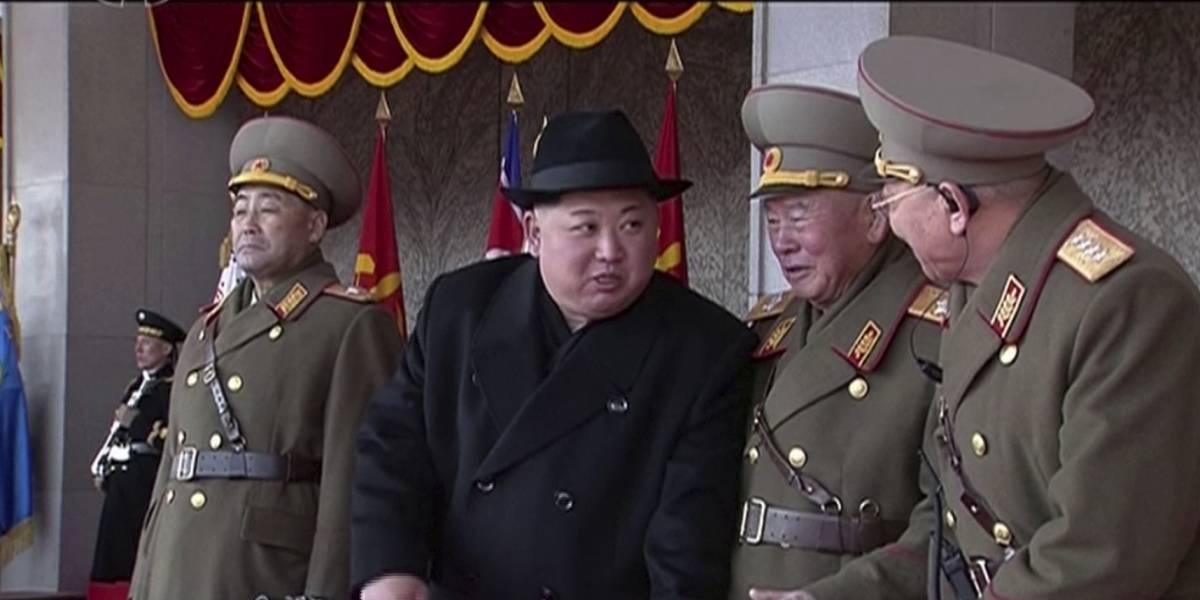 Corea del Norte celebra desfile militar en víspera de los Juegos Olímpicos