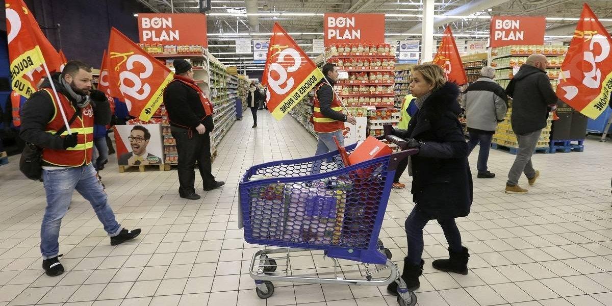 Trabajadores protestan por recorte de empleos en Francia