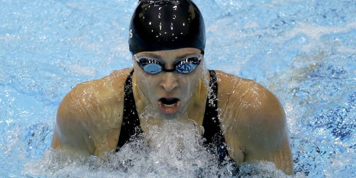 Otro escándalo en EU: Ex nadadora denuncia abuso sexual de su entrenador