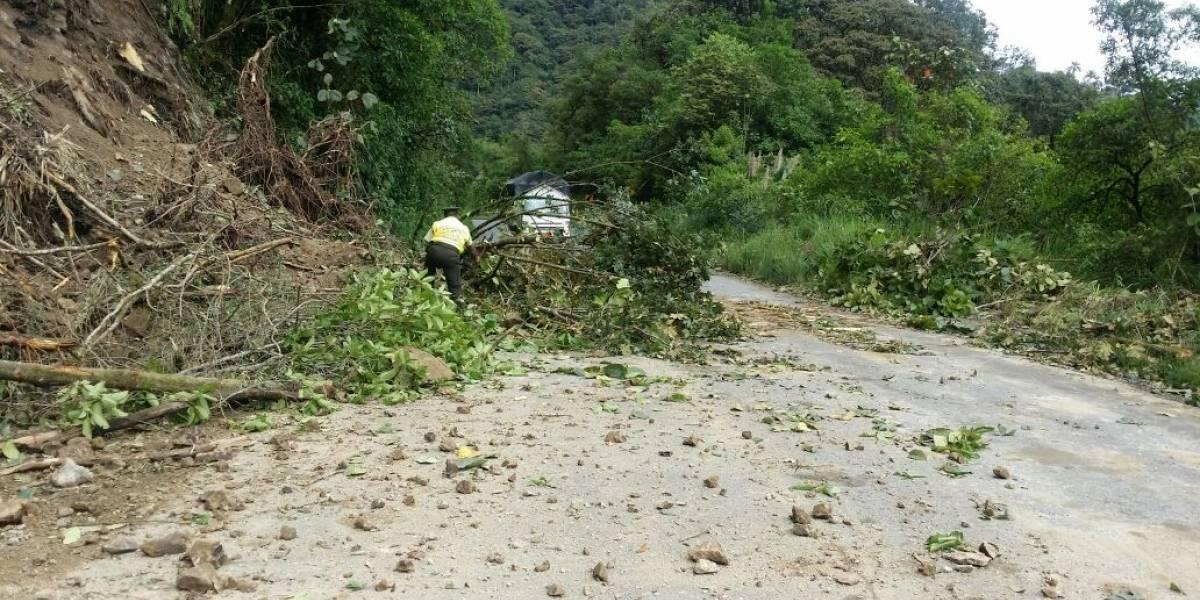 Vía Nanegalito, cerrada por deslizamiento de tierra