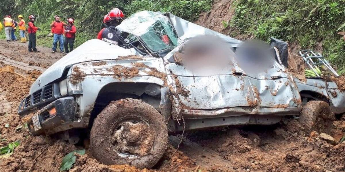 4 fallecidos en la vía Calacalí- Río Blanco por deslizamiento de tierra