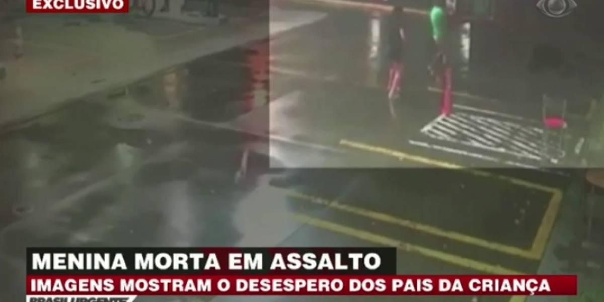 Imagens mostram desespero de pais após assalto que matou menina no Rio