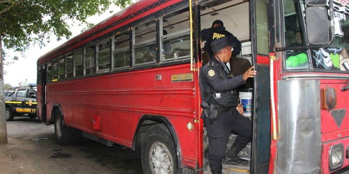 Capturados un hombre y un menor dentro de un bus, iban a realizar ataque armado