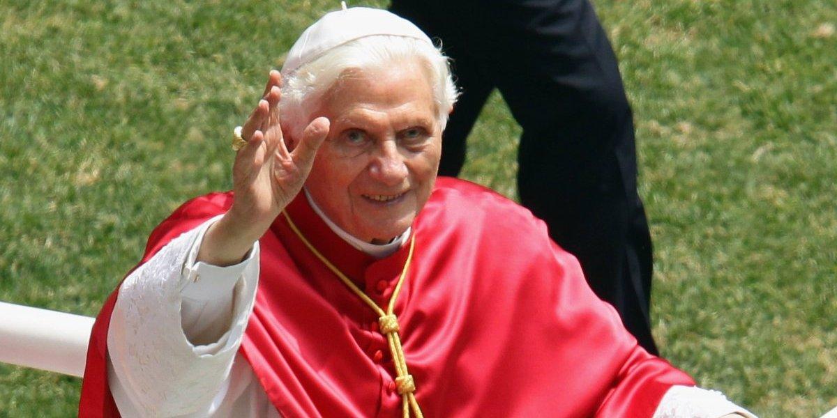 """Vaticano desmiente que Benedicto XVI sufra una """"enfermedad paralizante"""""""