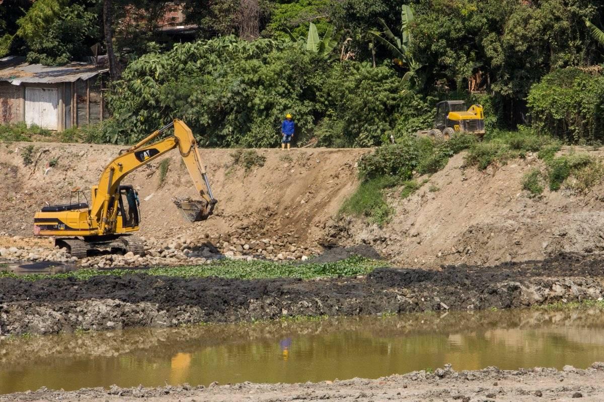 Las lagunas El Pondaje y Charco Azul también reciben obras de recuperación en el marco del Plan Jarillón de Cali. Estas sirven para almacenar las aguas lluvias cuando el canal oriental se llene por las fuertes precipitaciones. Foto: Hroy Chávez