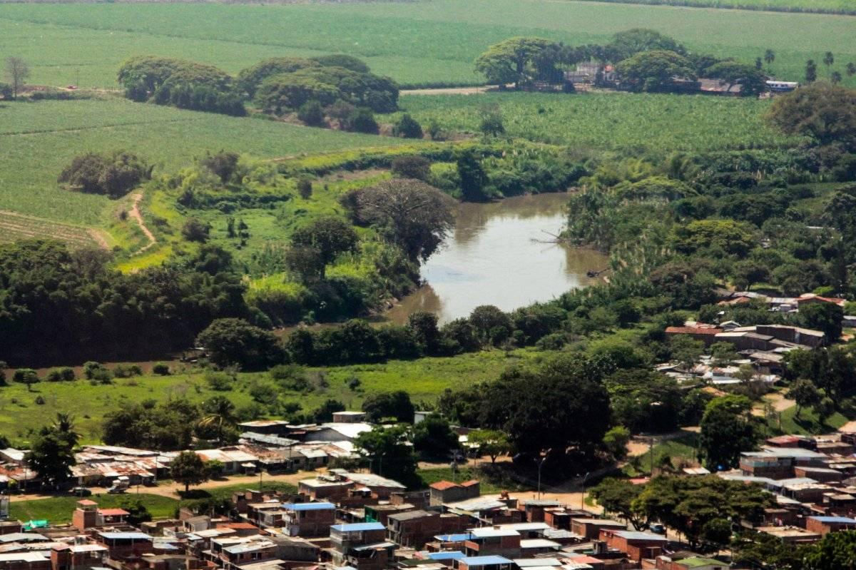 Desde el aire, así se ve el río Cauca en su paso por Cali. Foto: Hroy Chávez