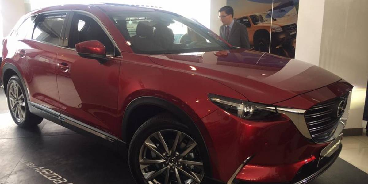 Mazda presenta en Ecuador sus vehículos MX-5 y CX-9