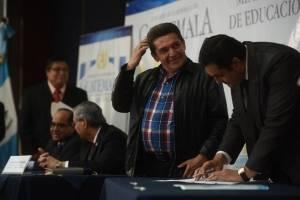 Ministerio de Educación firma acuerdos con sindicato magisterial