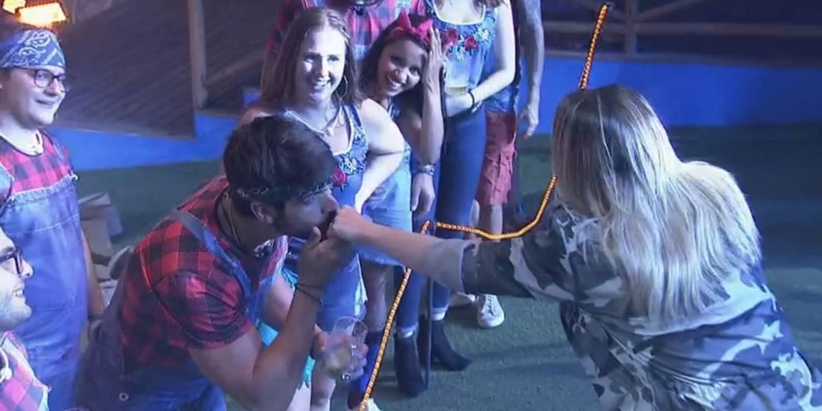 BBB18: Durante festa, Naiara Azevedo manda indireta para Lucas sobre traição
