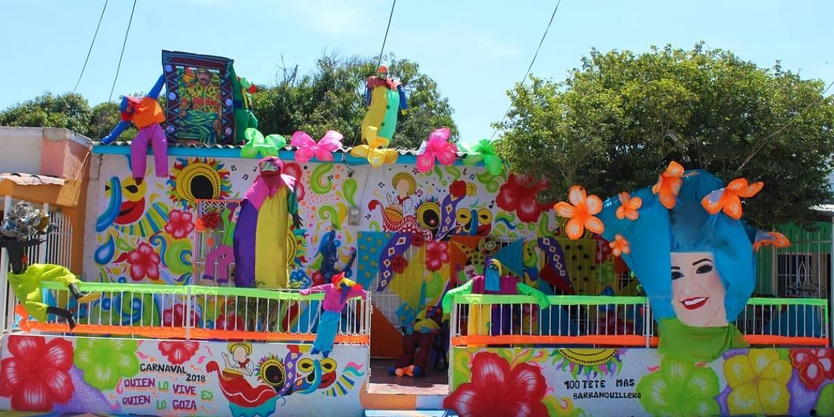 La creatividad de barranquilleros 'arrebataos' que adornan sus casas de Carnaval
