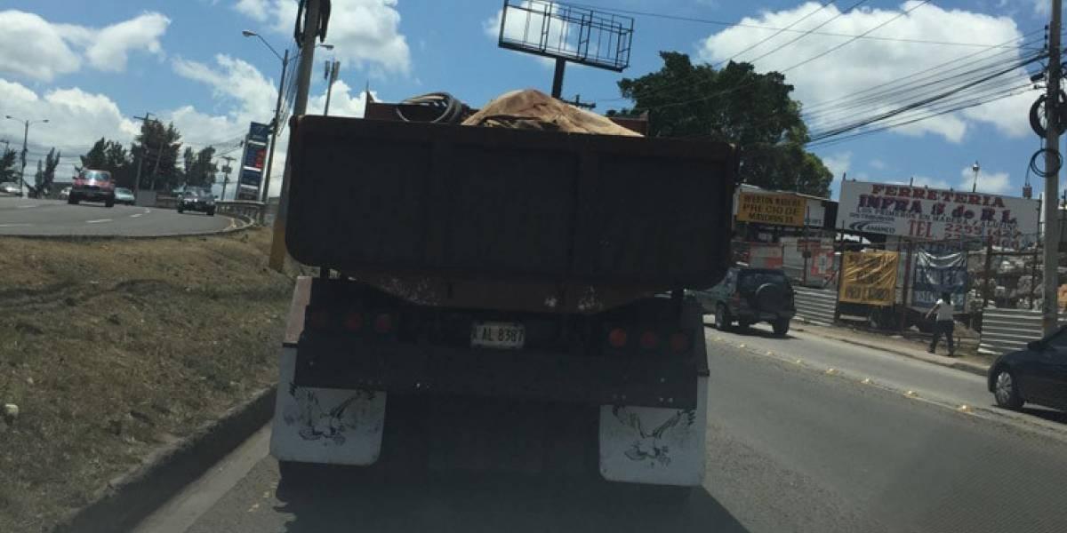 Zapotillo: Puente bailey colapsó y 2 volquetas, atrapadas
