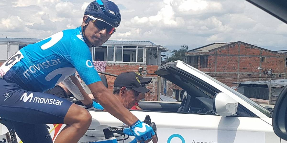 Nairo Quintana, atendido en plena carretera en la Colombia Oro y Paz