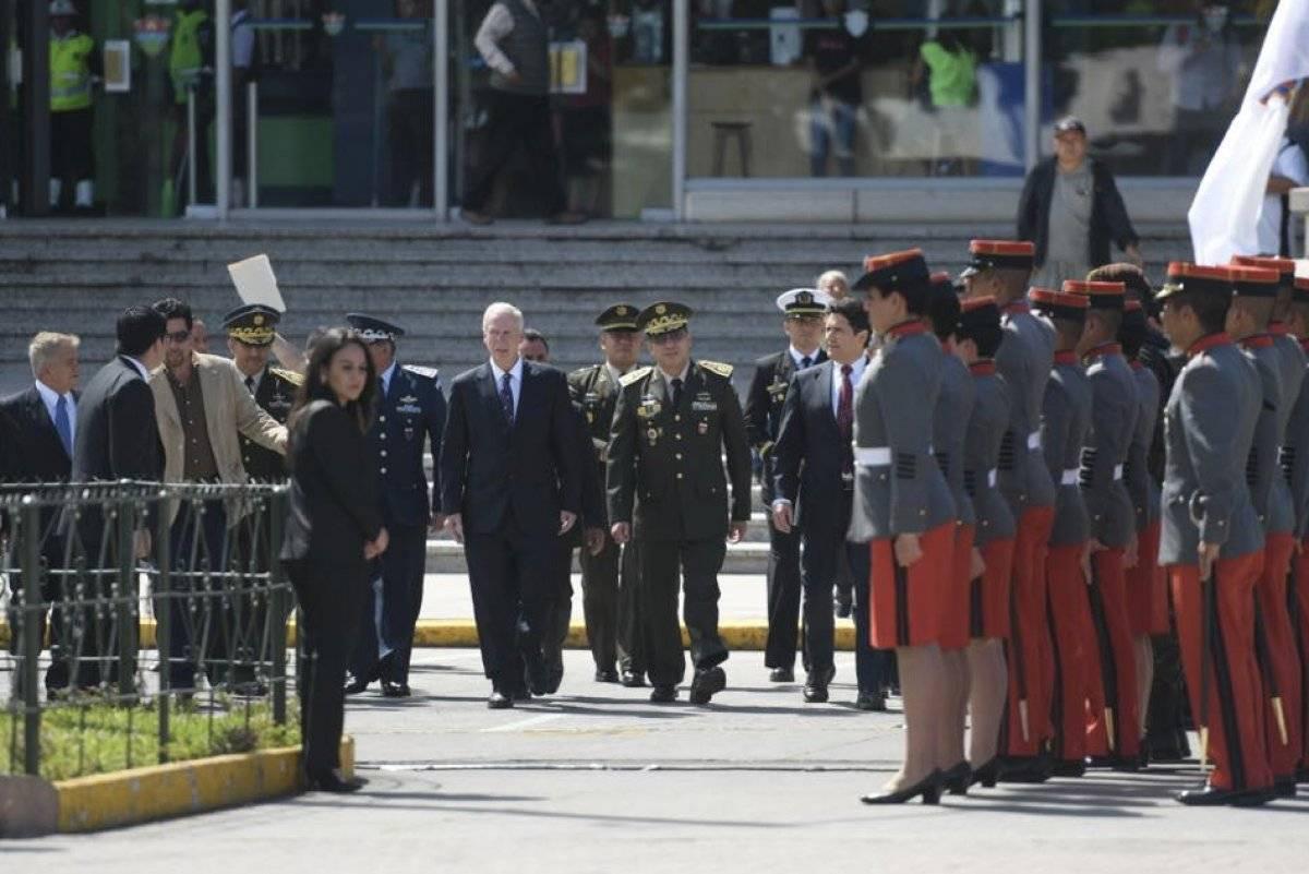 La condecoración de los cadetes se realizó afuera del edificio de la Municipalidad de Guatemala. Omar Solís