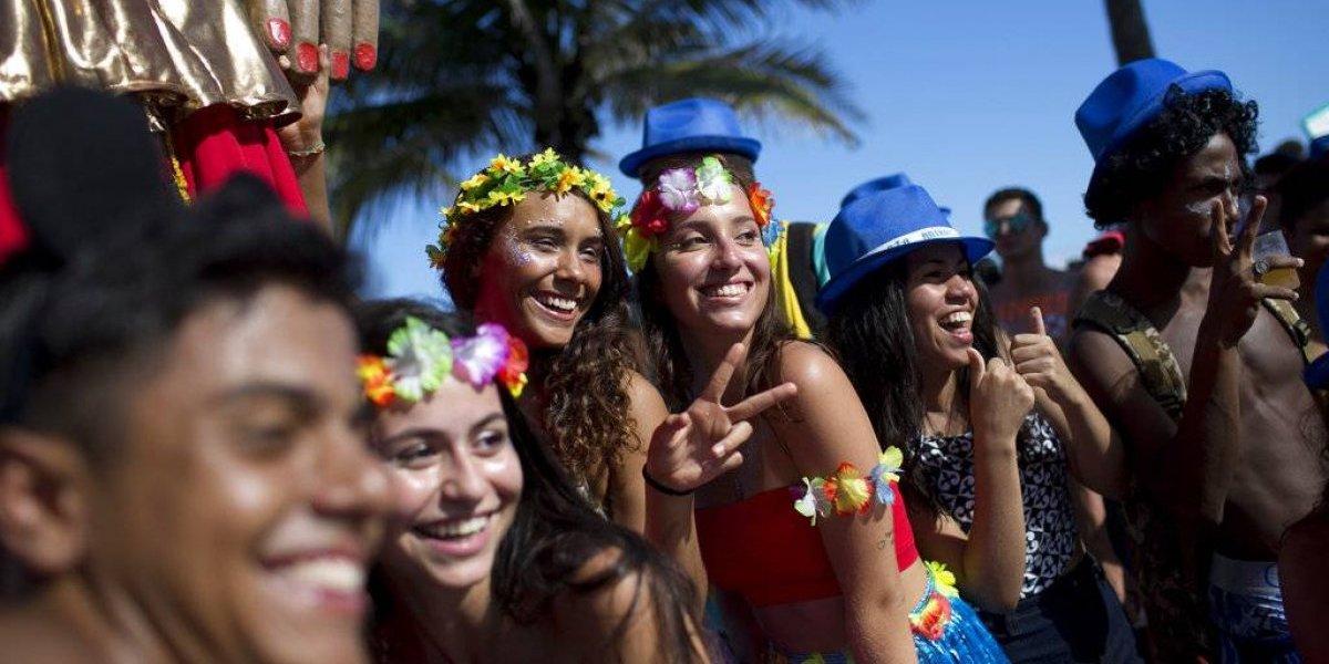 Carnaval de Río se convierte en fiesta callejera 'lowcost'