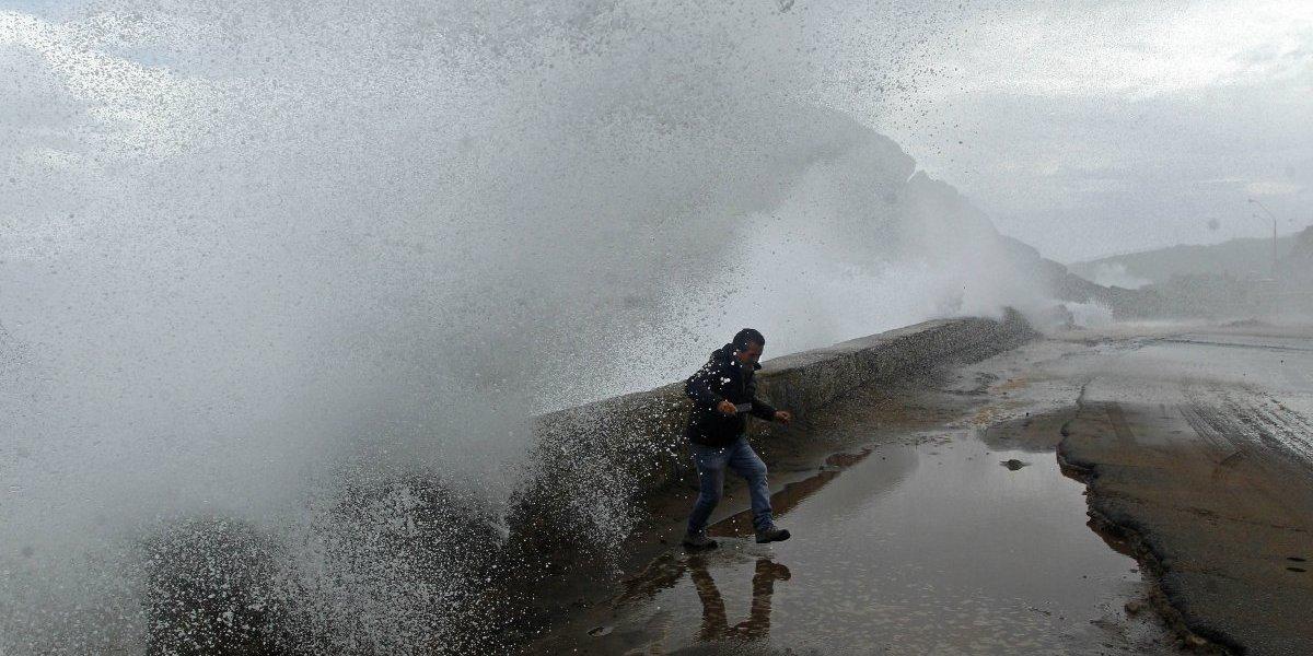 Peruanas mueren arrastradas por marejadas — Chile