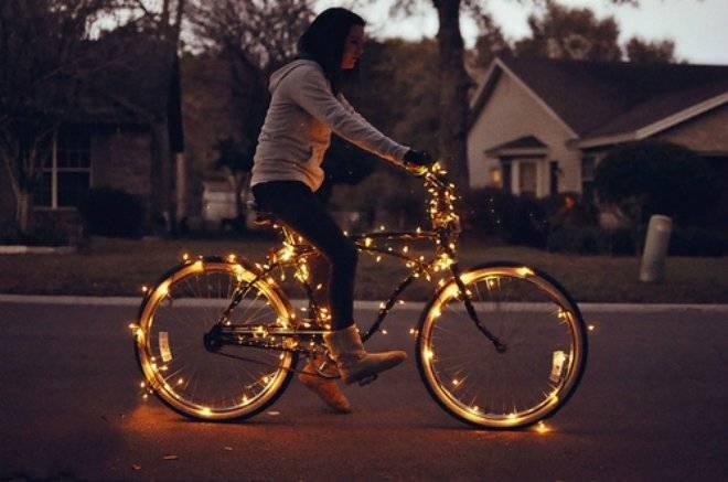 bikecoolgirllightfavim.jpg