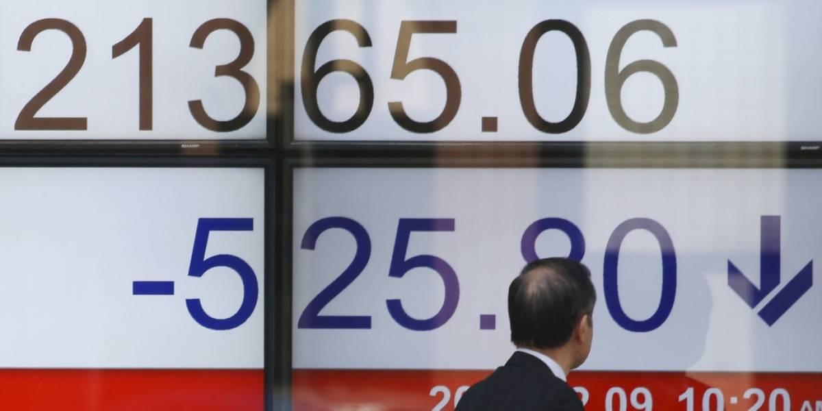 Mercados siguen alterados: bolsas asiáticas cierran en rojo tras desplome de Wall Street