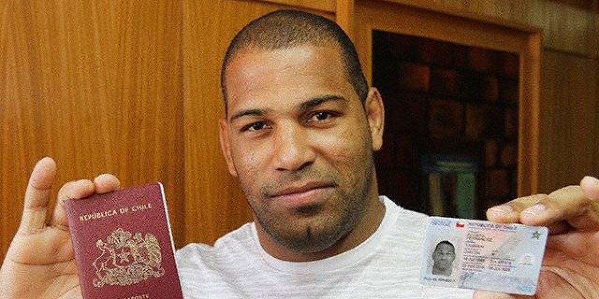 Yasmani Acosta recibió sus documentos y ya es un chileno más