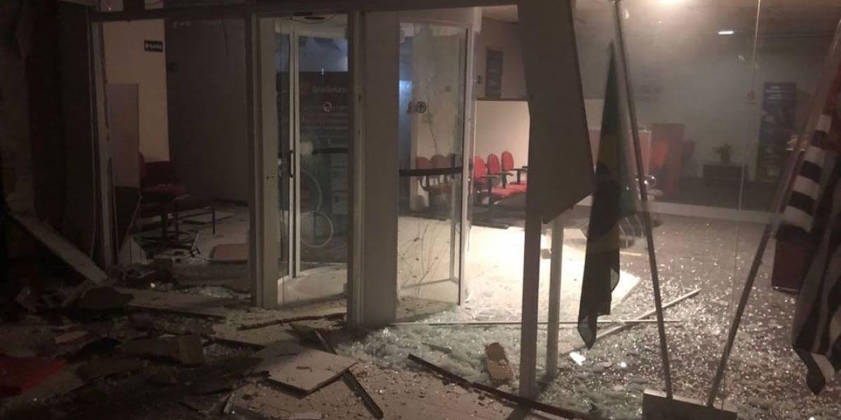 Quadrilha explode caixas eletrônicos de quatro agências bancárias