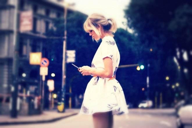 textingwhilewalking.jpg