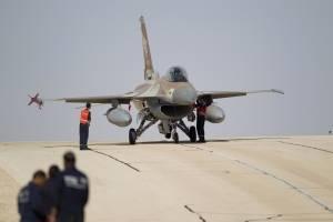 Foto de archivo de un avión de la Fuerza Aérea israelí F16 en la base aérea de Ovda cerca de Eilat, en el sur de Israel.