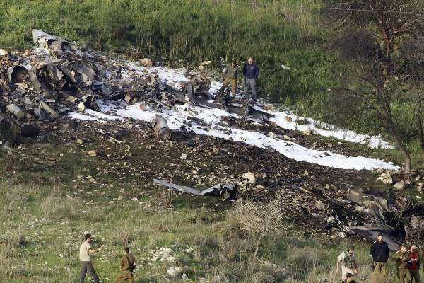 Restos de un F16 que se estrelló en el norte de Israel, cerca del kibbutz de Harduf, el sábado 10 de febrero de 2018.