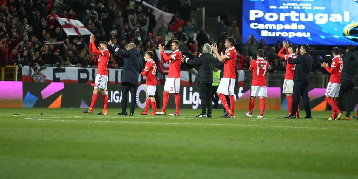 Jiménez entró de cambió en la victoria del Benfica