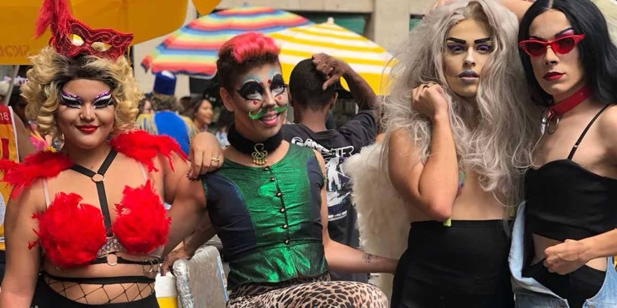 Minhoqueens dá show de fantasias e cores nas ruas de SP; veja fotos
