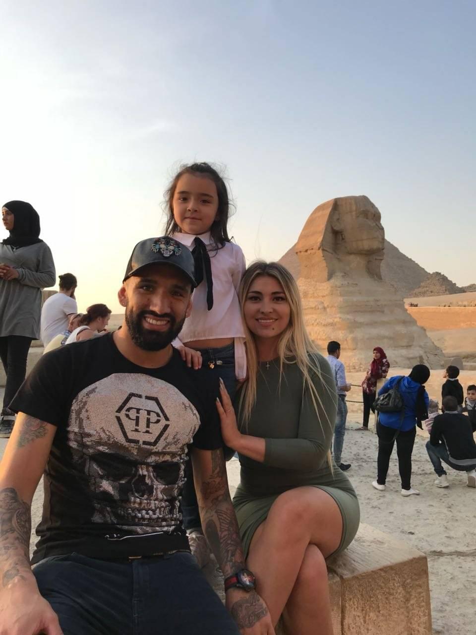 La vida familiar ha sido difícil para Fernández en Medio Oriente. Su mujer y su hija van y vienen entre Chile y Arabia Saudita / Foto: Gentileza