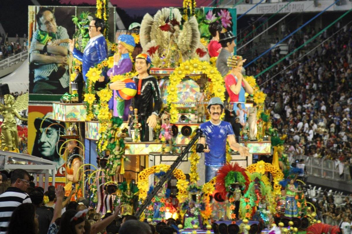 """Desfile da escola de samba """"Unidos de Vila Maria"""" Código19/Folhapress"""