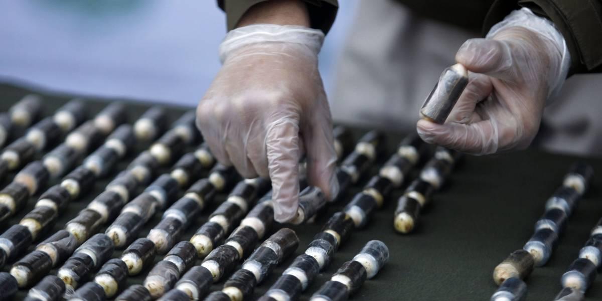 O.S.7. detiene a mujer con 290 ovoides de cocaína ocultos en botellas de yougurt