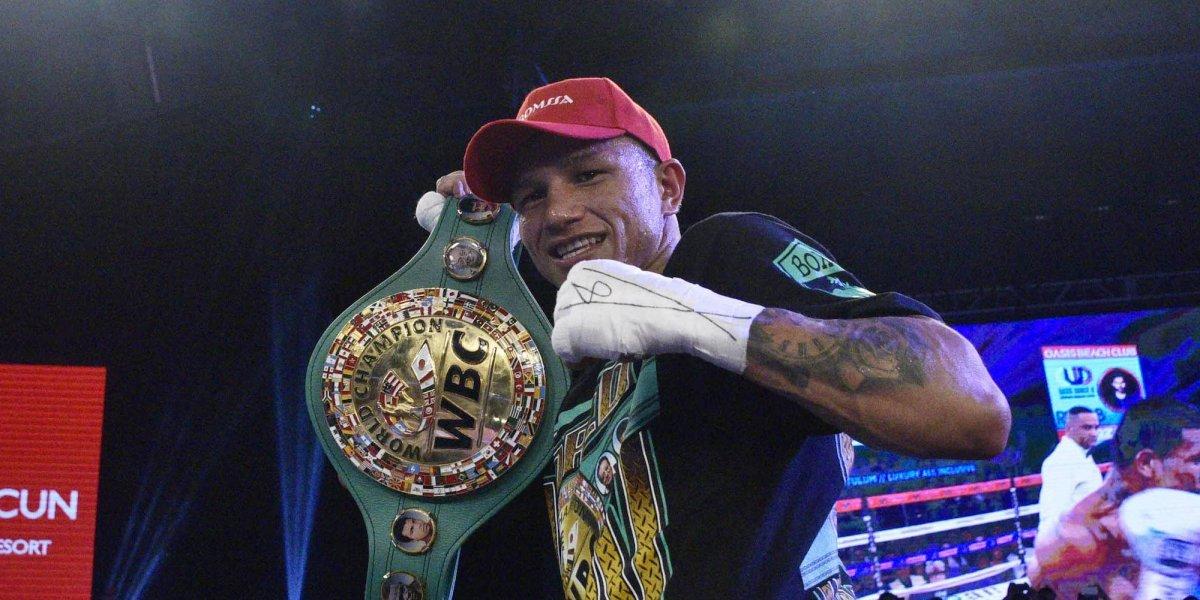 VIDEO: Miguel Berchelt aniquila en el tercer round a Awuku