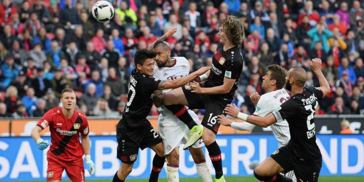 Arturo Vidal y Charles Aránguiz chocarán en semifinales de la Copa Alemania