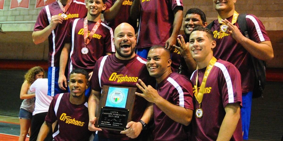Caribbean University reina en lucha olímpica con tercer campeonato consecutivo