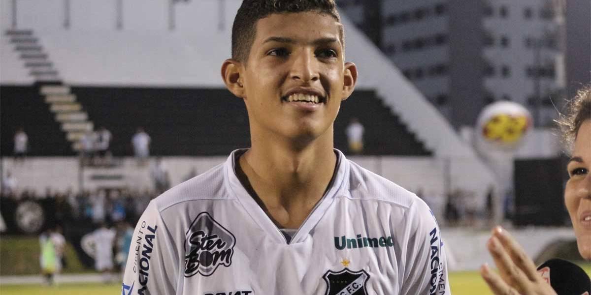 ABC anuncia a venda do atacante Matheus, de 19 anos, para o Corinthians
