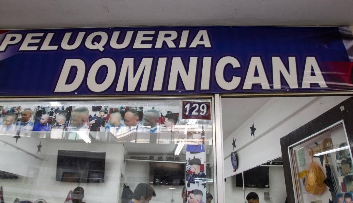 Dominicanos llevan el arte de pelar