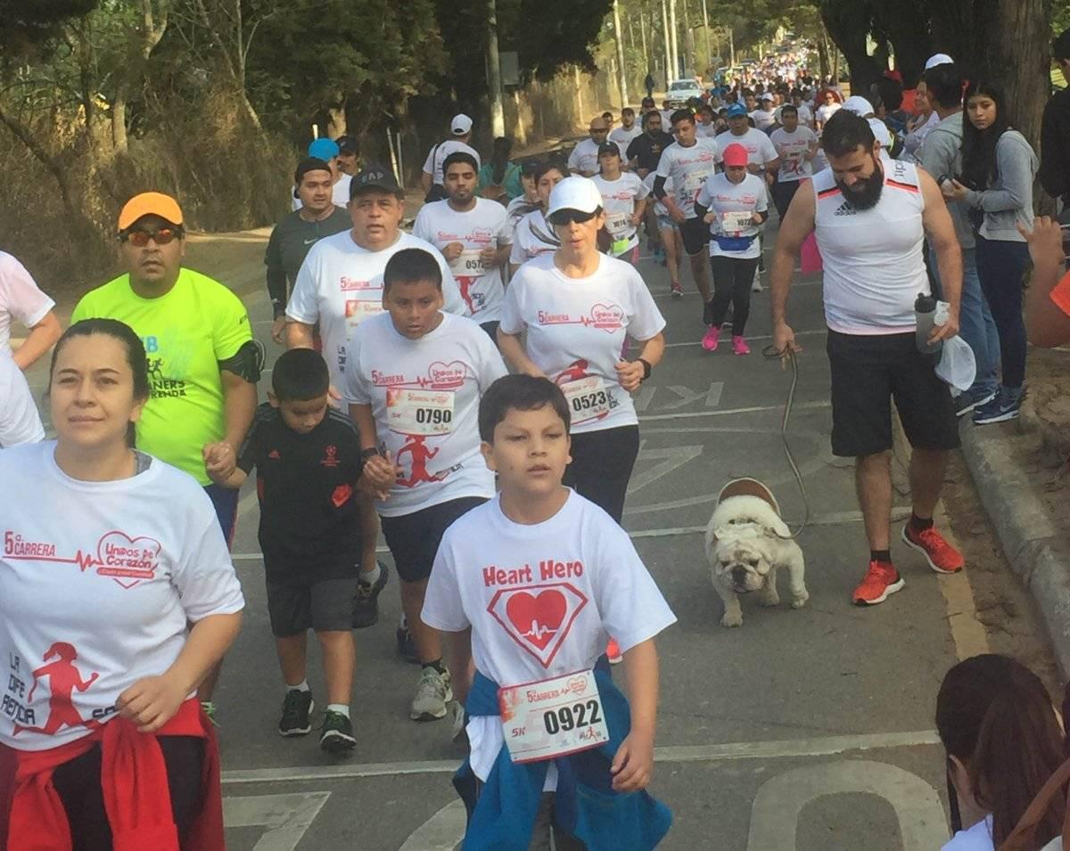 Niños, familias y mascotas fueron parte del evento.