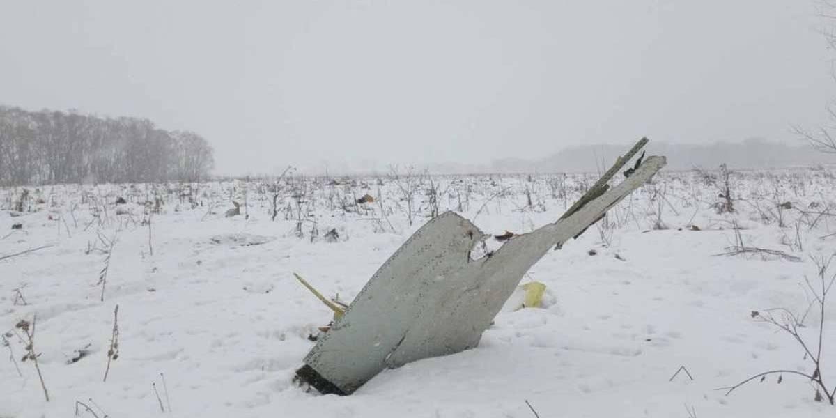 TV mostra imagens de avião que caiu na Rússia com 71 pessoas